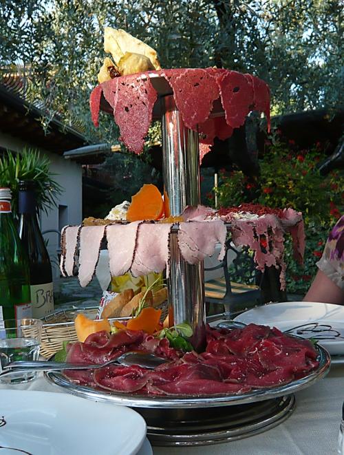 Rindercarpaccio, Roastbeef, Schweinefilet mit Senf und Bresaola