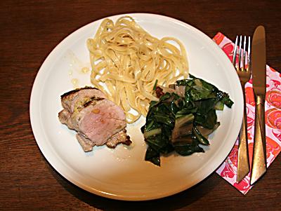 Fertiges Schweinefilt mit Mangold-Gemüse mit Bandnudeln